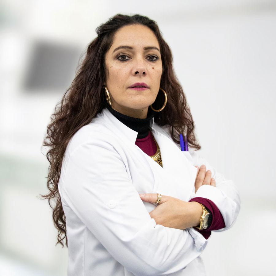 Dra. Cláudia Palhouto